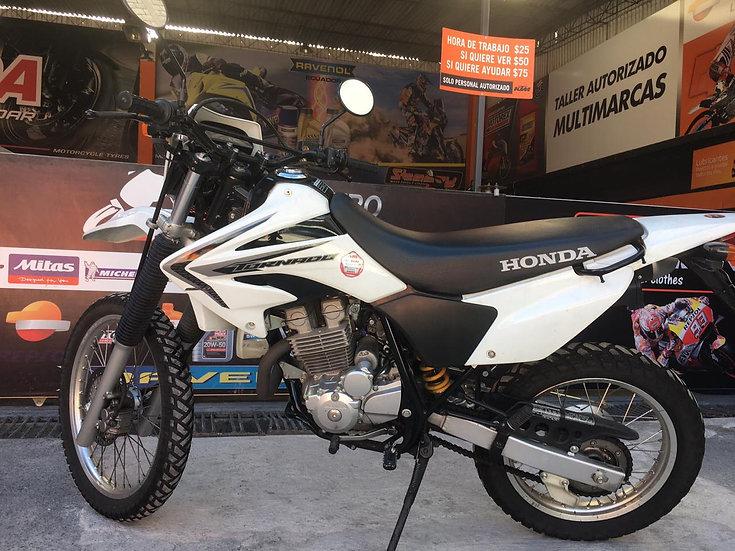 MOTOCICLETA HONDA TORNADO