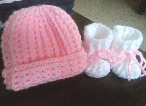 כובע ונעלים סרוגים לתינוקות