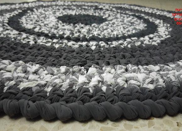 שטיח סרוג בחוטי טריקו בגווני אפור