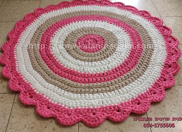 שטיח סרוג בצבע ורוד לבן ומוקה