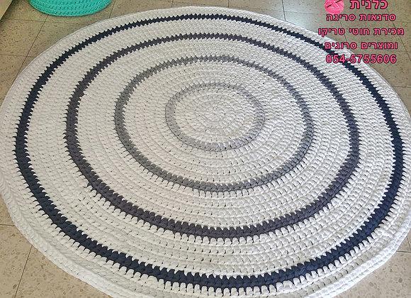 שטיח סרוג בעבודת יד מחוטי טריקו בצבע שמנת ואפורים קוטר 1.7 מטר