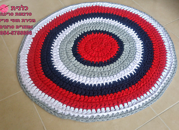 שטיח סרוג בעבודת יד מחוטי טריקו באדום כחול לבן אפור במבצע