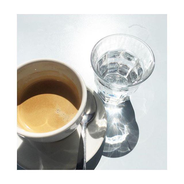 💙 ahhhhh 💦 Pause café et weekend !!!_#off #sun #paris #paris11 #centreville #instacoffee