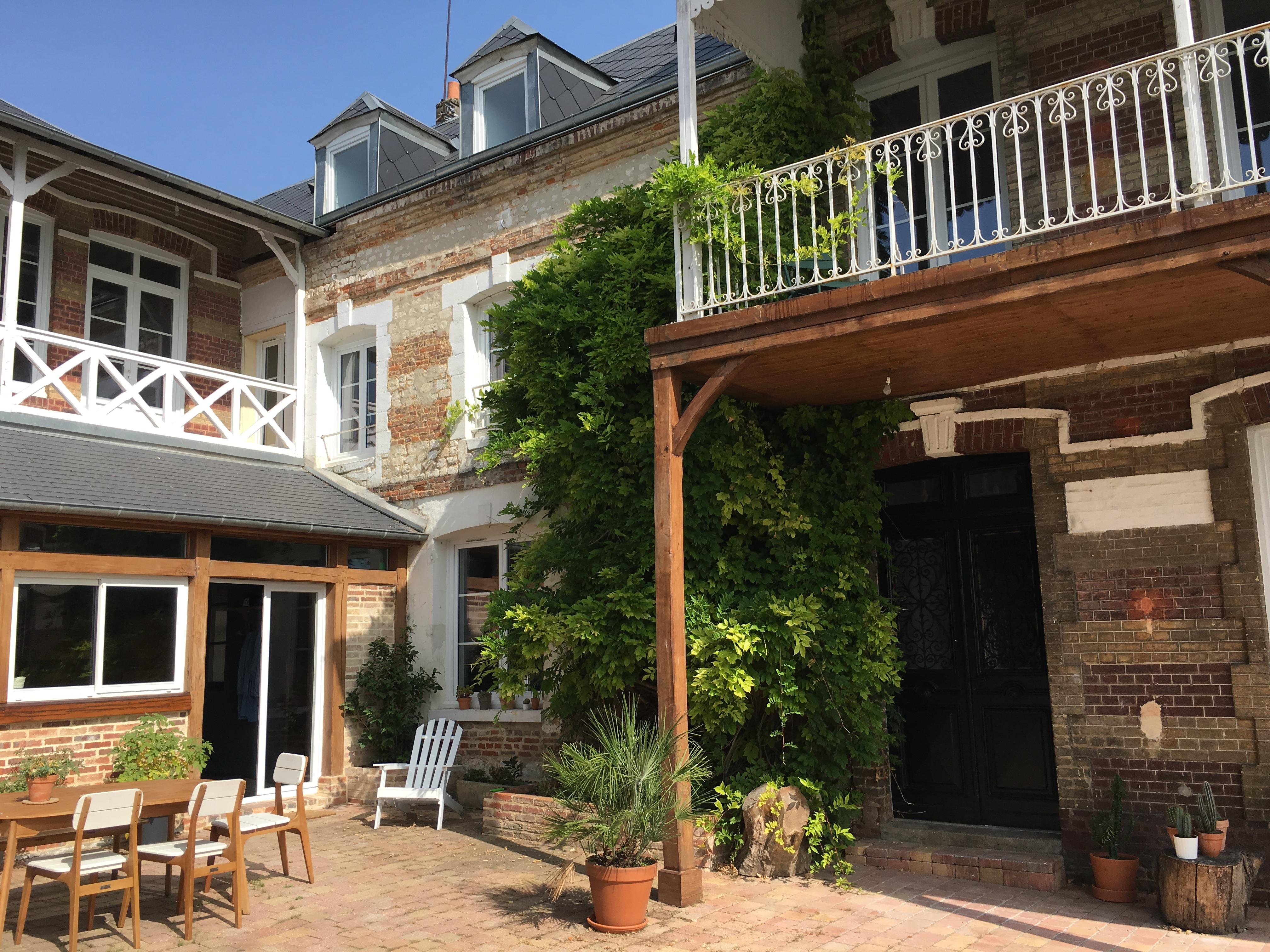 la parisienne maison d 39 hotes de charme normandie frankreich la maison pl me. Black Bedroom Furniture Sets. Home Design Ideas