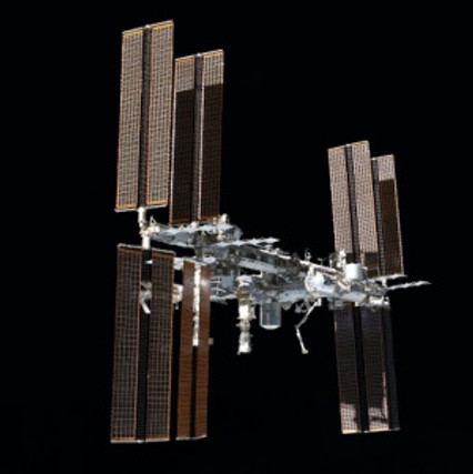 STS-135_final_flyaround_of_ISS_1