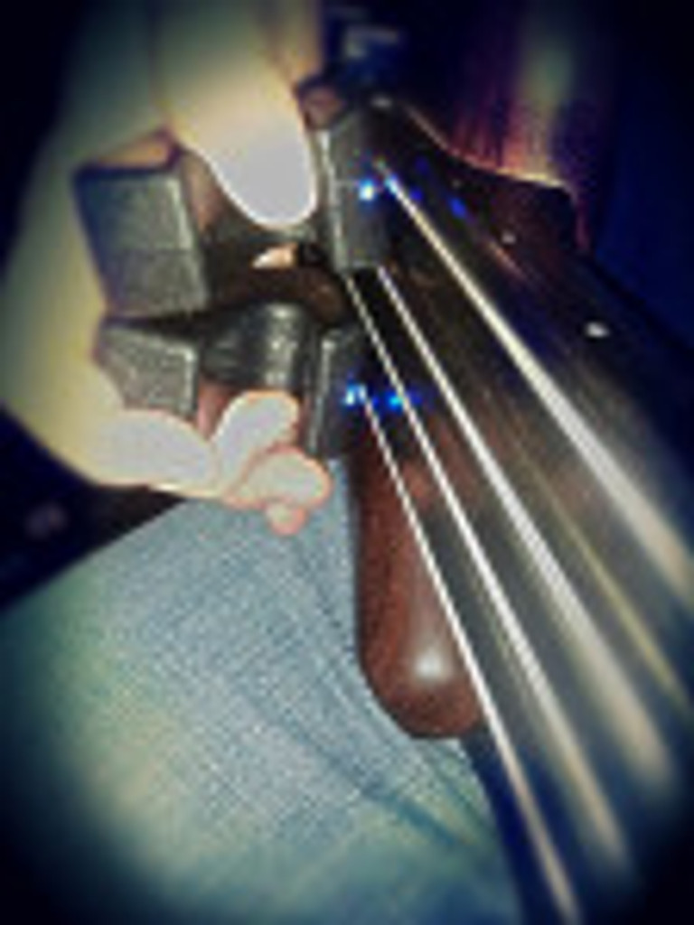 Using 2 Ebows on fretless Warwick with piccolo strings.
