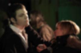 Lydia Geißler beim schminken eines Vampiers am Set zu den Dreharbeiten des Films Montrak Meister der Vampiere
