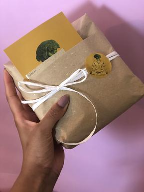 Wir verpacken von Hand für dich.
