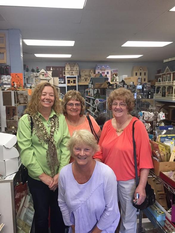 Lynlott Miniatures Celebrates 40th Ann!