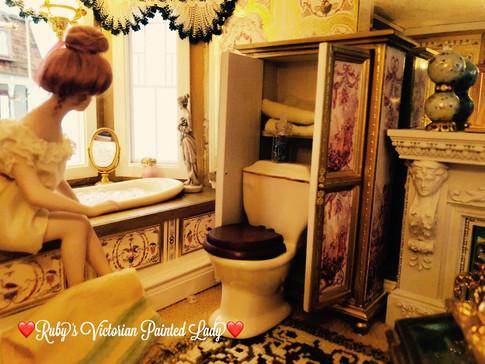 Gold Master Suite Water Closet.jpg
