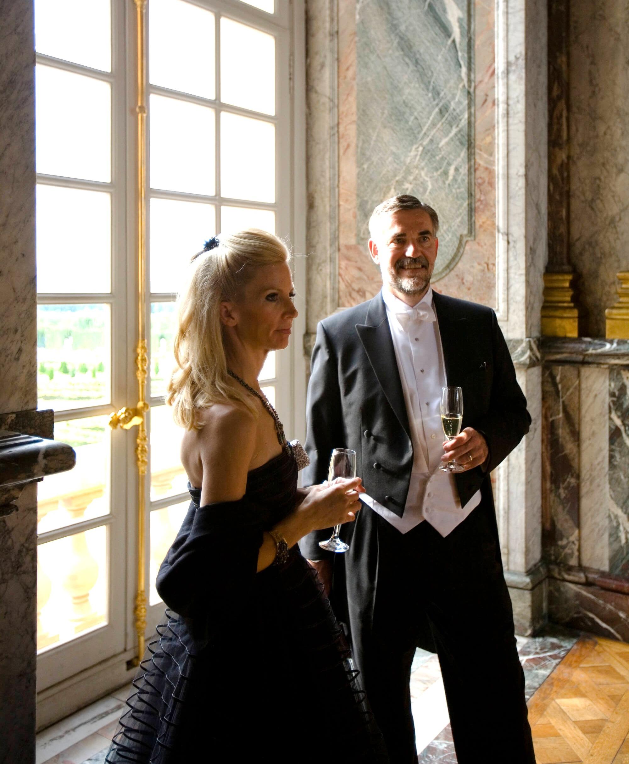 Champagne in the Salon de Hercule