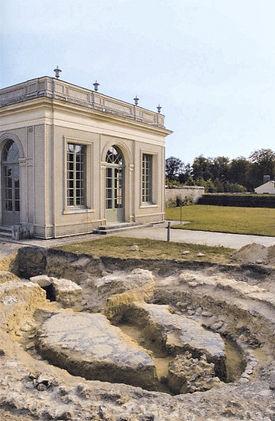 Pavillon Frais before restoration.jpg