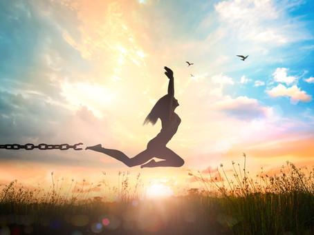 【超然法則 Law of Detachment:只要願意踏入未知,我們就能把自己交託給宇宙無限的創造性】