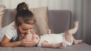 Vanem laps lööb beebit. Miks ta nii teeb ja kuidas käituda?