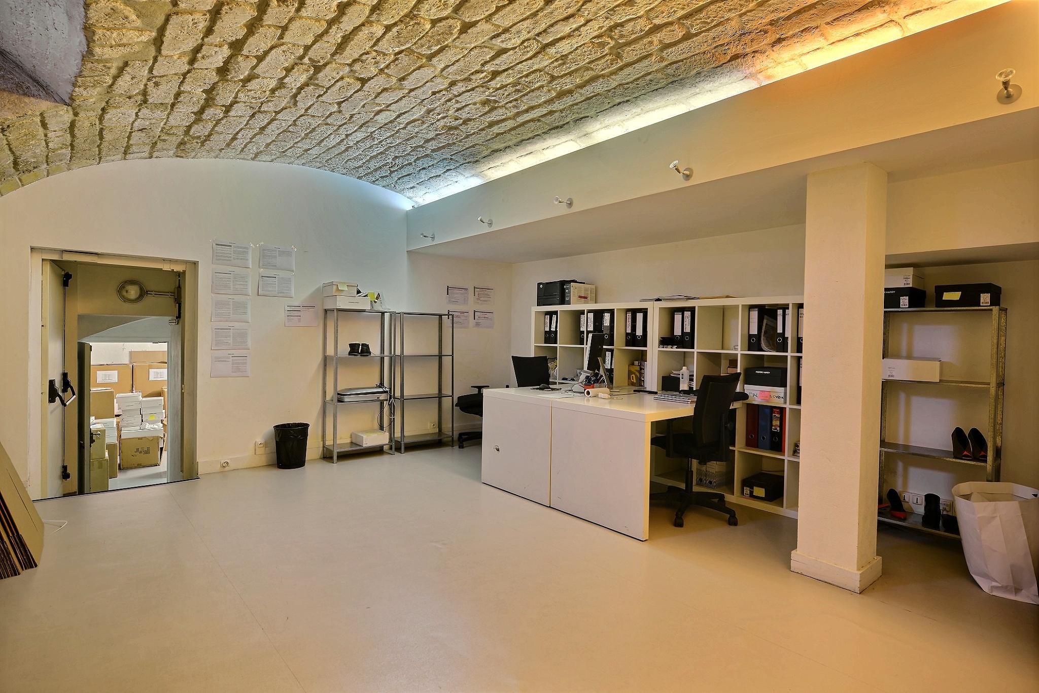 Boutique Paris 8 avec sous-sol vouté