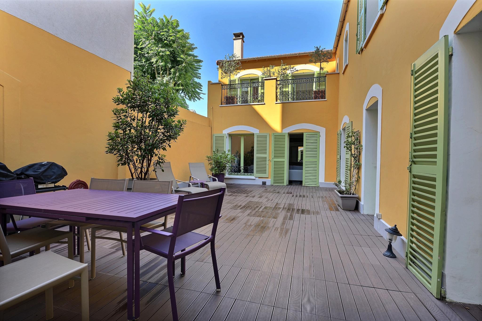Patio provençal & déco contemporaine