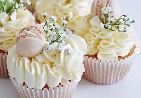 Wedding and Engagement Cupcake