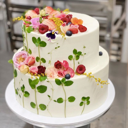 wedding cake trends 2021
