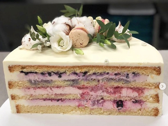 wedding cake trends 2021 delicious cake filling blueberries