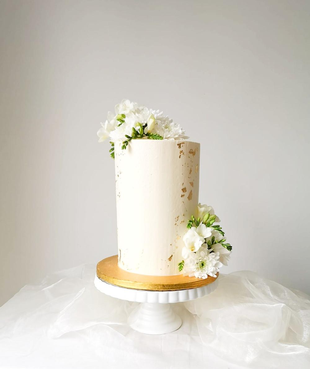 Small Yet Elegant Wedding Cake