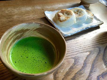日本茶道與戀愛之道|葉青《雨水直接打進眼睛》〈抹茶〉