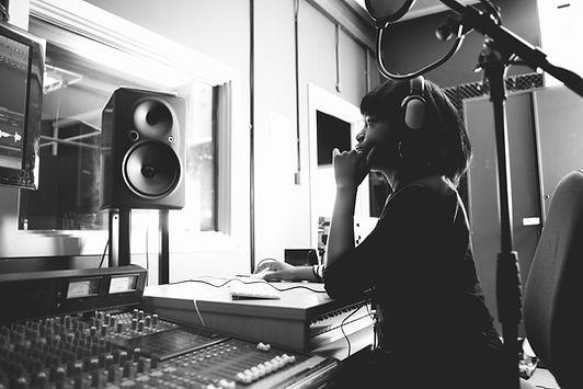 Mulher em um estúdio
