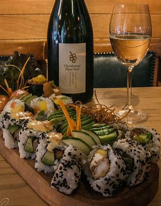 Sushi de langostinos, salmon, palta, aguacate, teriyaki, niguiri, roll california