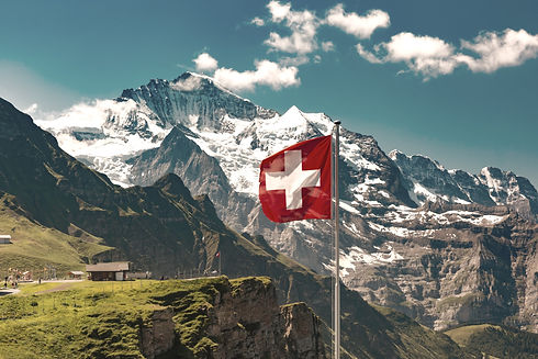 Swiss%20flag%20waving%20and%20tourists%2