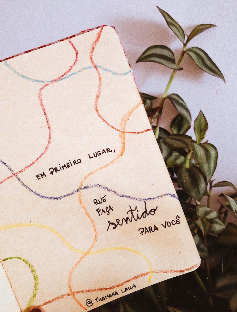 escritos em um caderno falando da importância de produzir o conteúdo que faz sentido para você