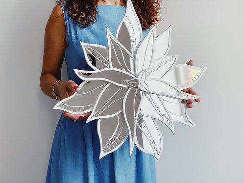 Зеркальный цветок - настенный декор