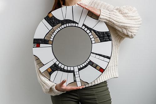 Круглое зеркало. Мозаика из керамической плитки и гальки
