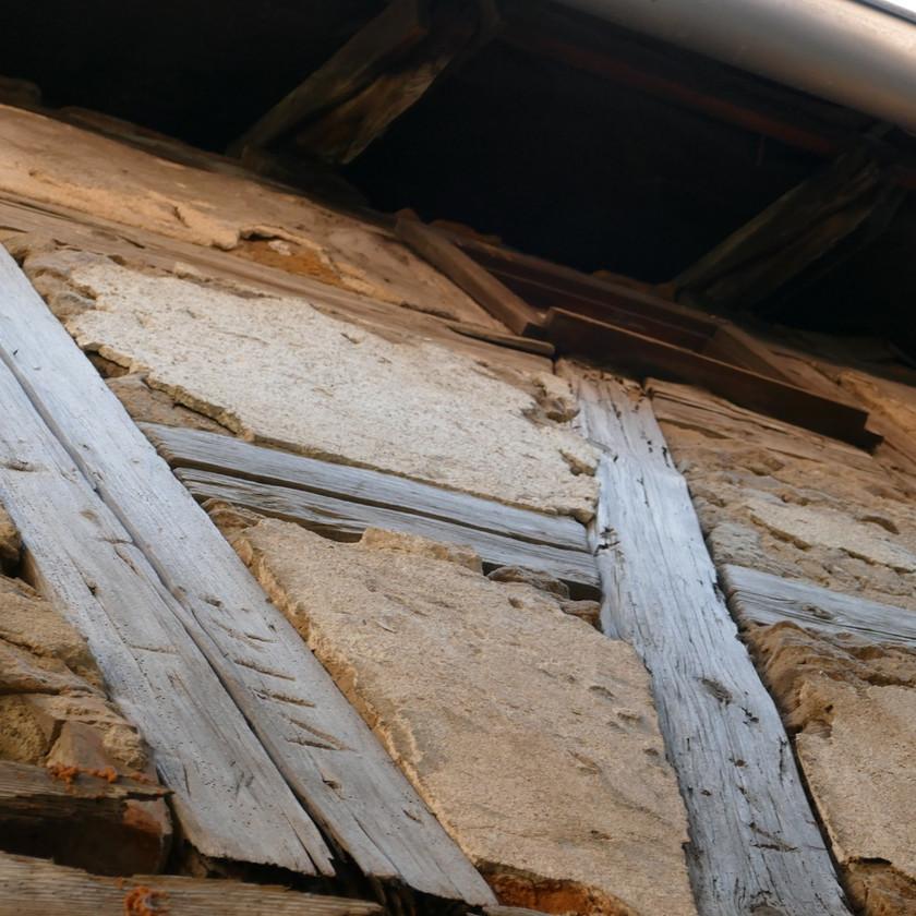 Schäden im Gefach einer Fachwerkfassade