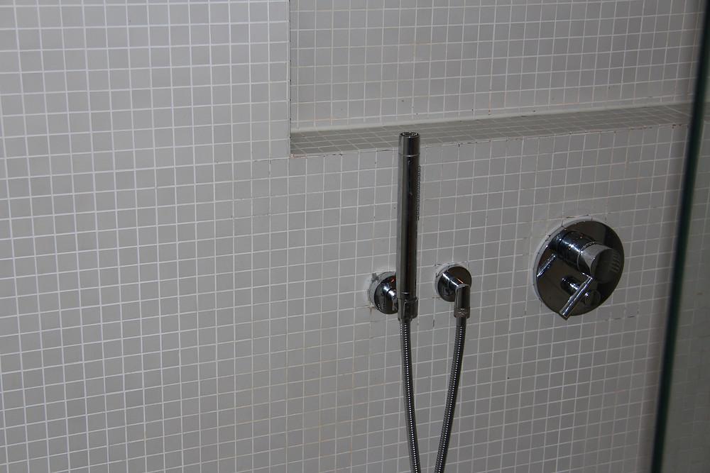 Badezimmer, Trennwand zum Abstellraum; Übersichtsbild