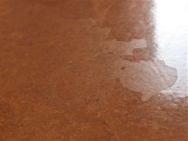 Schäden an einem Linoleumbelag durch Desinfektionsmittel