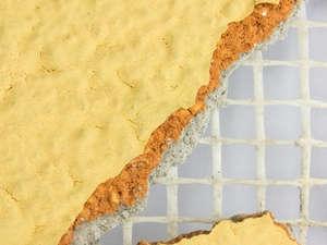 Risse und Schäden an einem Außenputz
