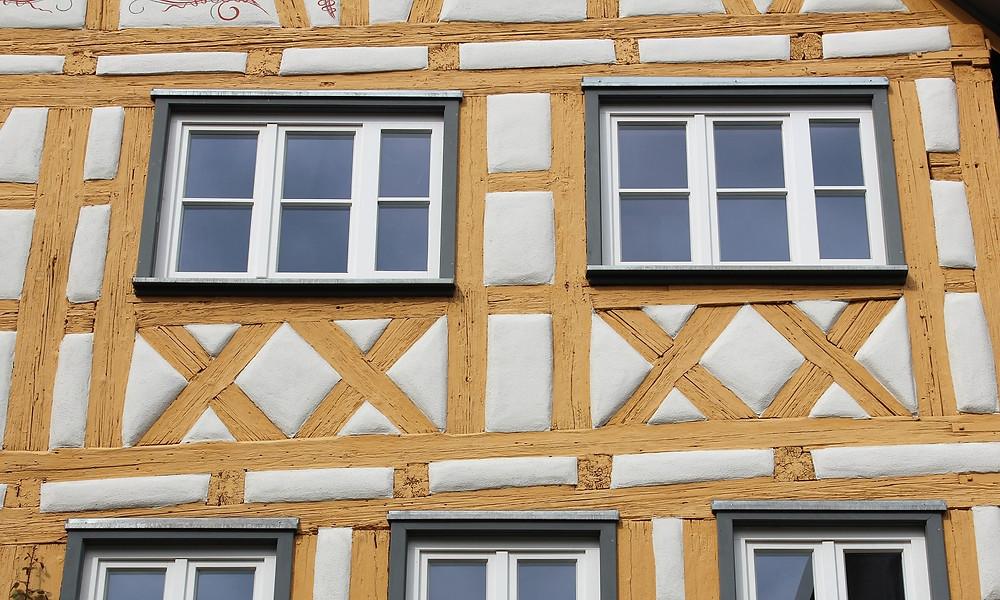 Ausschnitt einer sanierten Fachwerkfassade