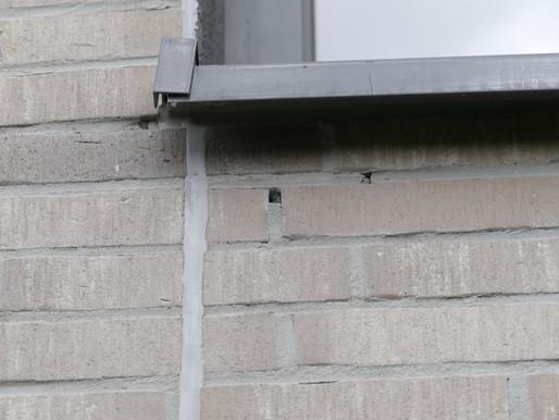 Offene Stoßfugen an einer Klinkerfassade