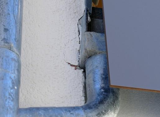 Probleme an Wärmedämm-Verbundsystemen, Folge 5: Anschluss an Balkonrinnen