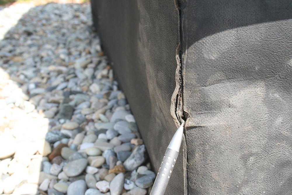 Flachdachdetail, undichter Abdichtungsanschluss an ein Lüftungsbauteil