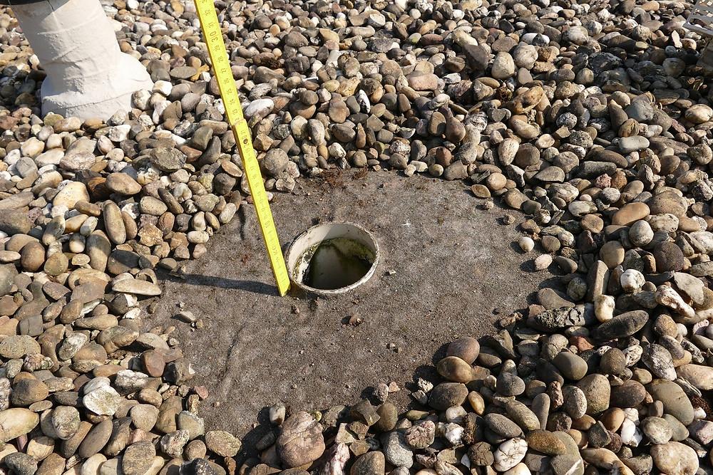 Die Oberkante der Flachdachentwässerung ist zu hoch