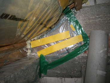 Fehlerhafte Luftdichtheitsschicht in einer Dachkonstruktion