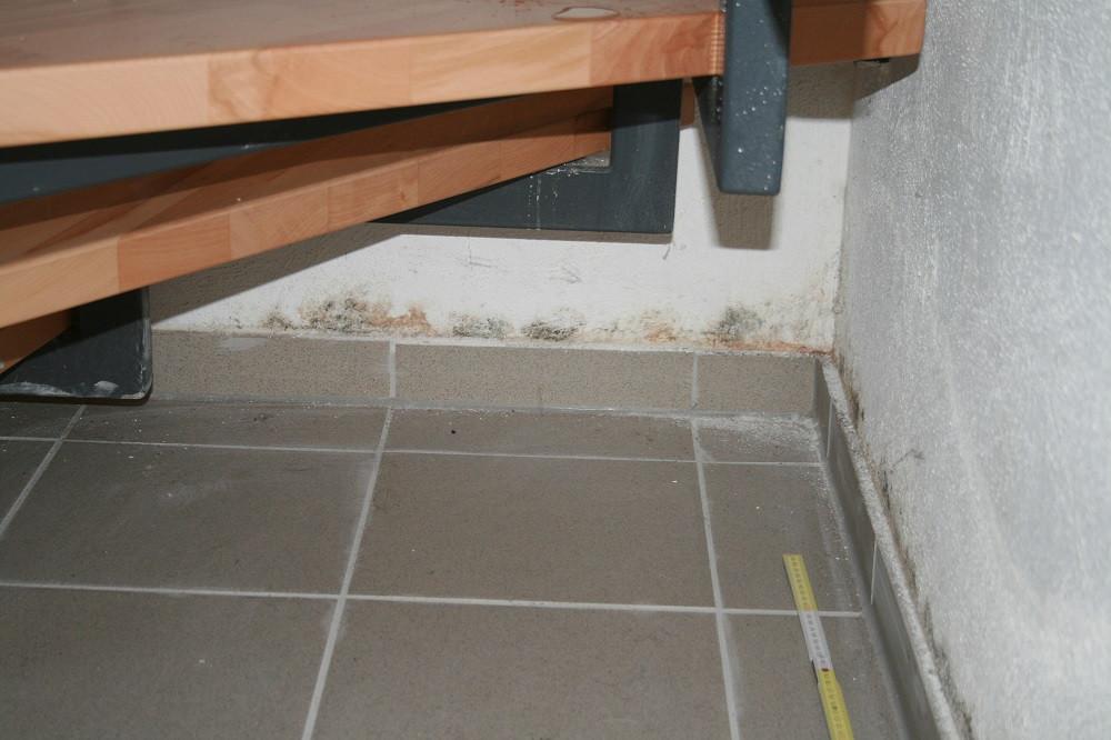 An den Wandinnenseiten lagen Feuchteschäden vor