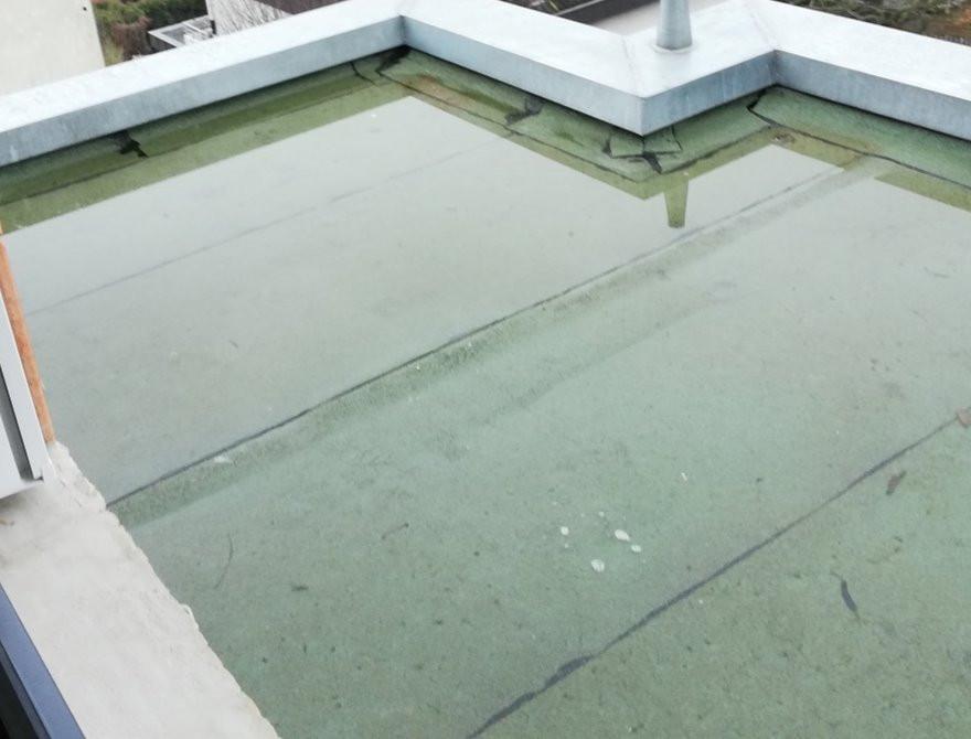 Dachflächen sollten ein Mindestgefälle von 2 Prozent aufweisen