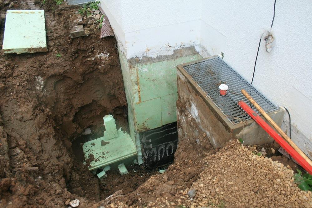 Zur Untersuchung der Abdichtung wurde der Geländeanschluss aufgegraben