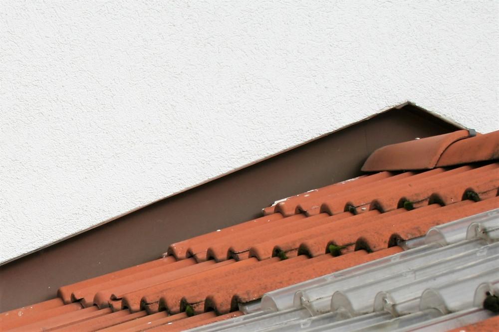 Dachanschluss an ein Wärmedämm-Verbundsystem mit einem Blechprofil