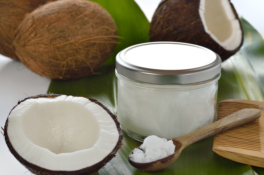 Coconut-oil-on-spoon