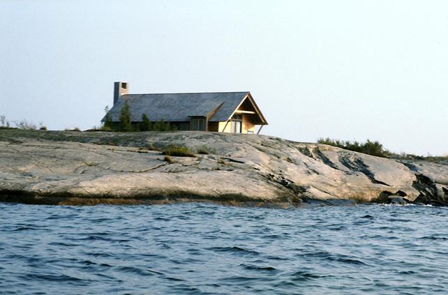 001 & 6 House on Georgian Bay Exterior.j