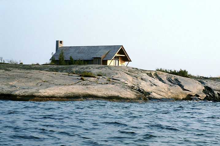 001 & 6 House on Georgian Bay Exterior.j
