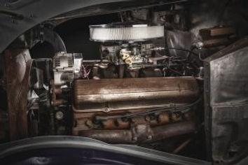 Billy-Gibbons-34Ford-Cad-Enigne-300x200.