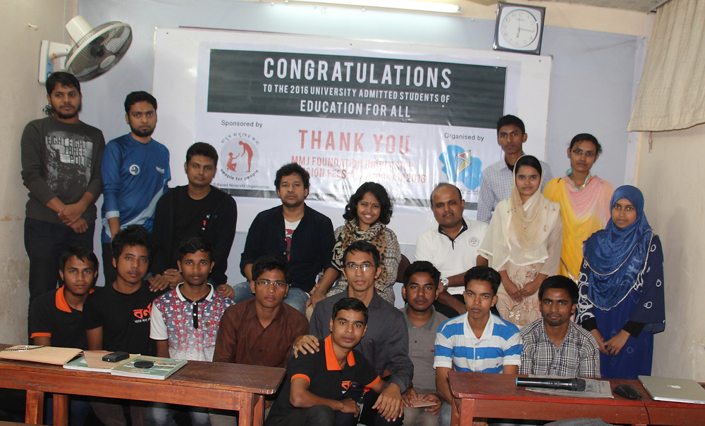 University admitted students with the hosts, guests and MMJF volunteers